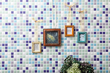 Japanese ceramic tile Photo:COLORS