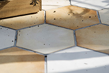 Japanese ceramic tile Photo:DAICHI