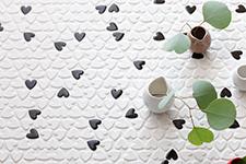 Japanese ceramic tile Photo:HEART
